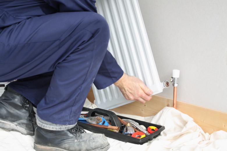 Sefbo sørger for at sentralvarmeanlegget i bygget fungerer effektivt og varmer godt. Vi kan bistå med både innkjøp og installasjon av nye radiatorer, rør, og andre komponenter for at systemet fungerer optimalt.